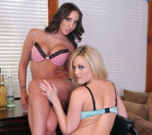 Threesome with Alexis Texas and Kelly Divine 5
