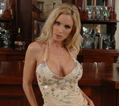 Diamond Foxxx Gets Naked at the Bar 7