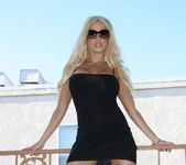 Gina Lynn Naked In Gorgeous Weather 3