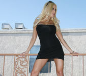 Gina Lynn Naked In Gorgeous Weather 5