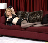 Nina Hartley - Black and Red 16
