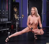 Nina Hartley and Roxanne Hall's Kinky Threesome 27