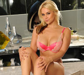 Sarah Vandella Keeps You Coming Back 2