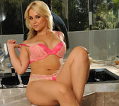 Sarah Vandella Keeps You Coming Back 14