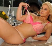 Sarah Vandella Keeps You Coming Back 25