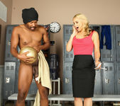 Sarah Vandella is After More than a Scoop 10