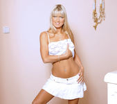 Blonde Bombshell Sarah Strips And Shows Off What She's Got 4