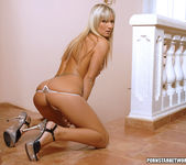 Blonde Bombshell Sarah Strips And Shows Off What She's Got 16