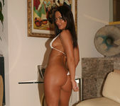 Sandra Romain gets naked 7