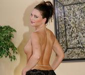 Italian Bomb-Shell Jessica Fiorentino Gets Her Holes Stuffed 8