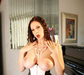 Gianna Michaels Strips Down And Shows Off Her Sweet Jugs 8