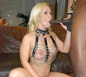 Blonde Babe Austin Taylor Pics 10