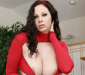 Gianna Michaels Valentine Strip & Blowjob 5