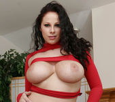 Gianna Michaels Valentine Strip & Blowjob 11