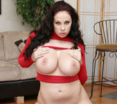 Gianna Michaels Valentine Strip & Blowjob 23