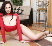 Gianna Michaels Valentine Strip & Blowjob 26