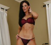 Dylan Ryan Has a Hot Pie for India Summer 5