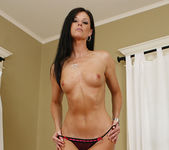 Dylan Ryan Has a Hot Pie for India Summer 10