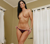 Dylan Ryan Has a Hot Pie for India Summer 11