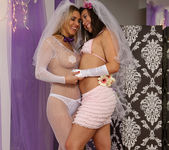 Sinn Sage and Tanya Tate Get Wedding Photos 10
