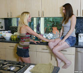 Shae Snow and Shakira Act On The Tingles 3