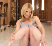 Isadora Makes Him Want to Cum and Get It 6