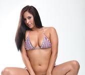 Reena Sky and Vanessa Veracruz - Kissing and Cooling Off 14