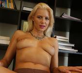 Annika Albrite Sizzling Solo 23