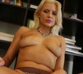 Annika Albrite Sizzling Solo 26