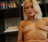 Annika Albrite Sizzling Solo 30