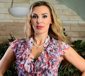 Tanya Tate Shows the Student Body Correct Form 2