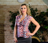 Tanya Tate Shows the Student Body Correct Form 3