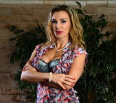 Tanya Tate Shows the Student Body Correct Form 6