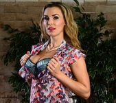 Tanya Tate Shows the Student Body Correct Form 7