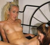 Gwen Summers Flashing Alana Evans 20