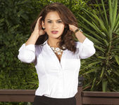 Vanessa Veracruz Loves Nature 2