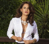 Vanessa Veracruz Loves Nature 5