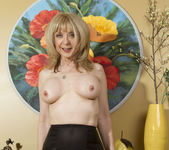 Nina Hartley - Mind on Someone's Behind 24