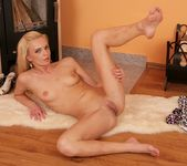 Niky Diamond - Karup's Private Collection 22