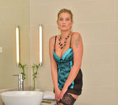Samantha Snow - Time In The Tub 2