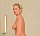 Samantha Snow - Time In The Tub 14