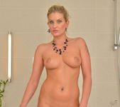 Samantha Snow - Time In The Tub 15