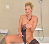 Samantha Snow - Time In The Tub 17