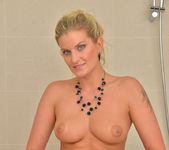 Samantha Snow - Time In The Tub 19