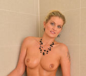 Samantha Snow - Time In The Tub 22