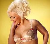 Roxanna Blonde Temptress - Spinchix 3