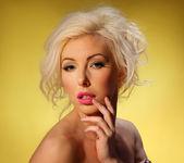 Roxanna Blonde Temptress - Spinchix 4