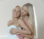 Come And Get It - Cayla Lyons, Naomi Nevena 25