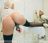 Velvet Blonde - Lara 15