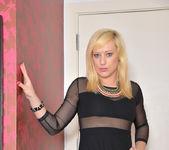 Axajay - Blonde Babe - Anilos 2